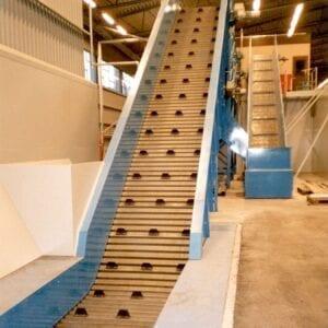 Steelflighted conveyor